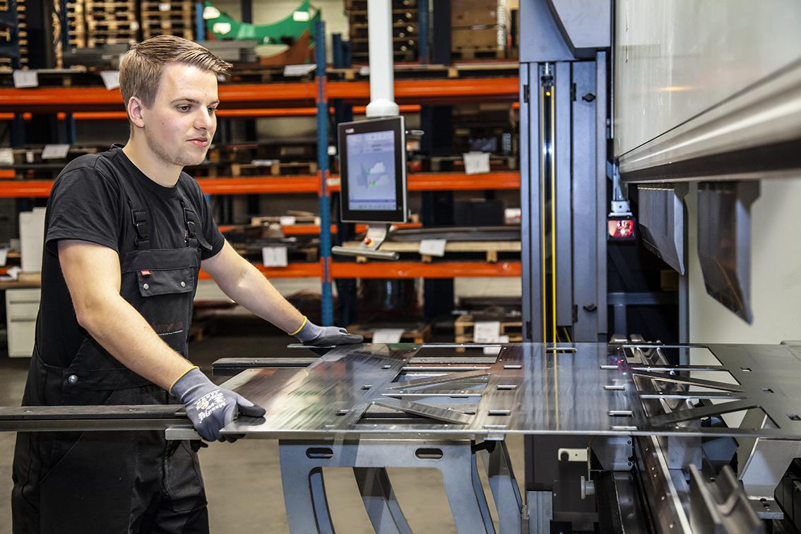 dumaco kanten machine medewerker